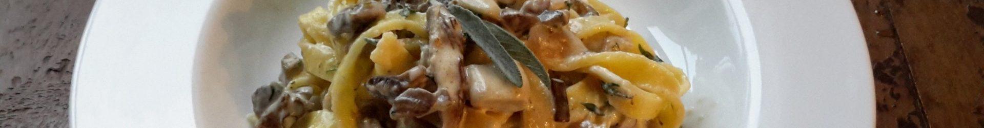 Tagliatelle met paddenstoelenroomsaus (tagliatelle panna e funghi)