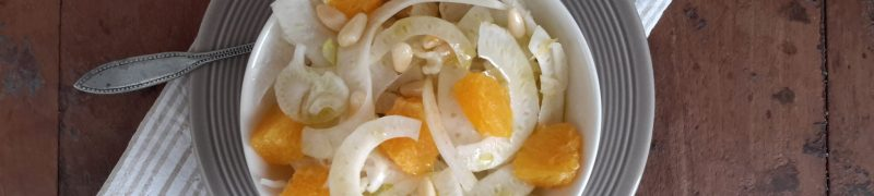 Insalata di finocchio, arancione e pinoli (venkelsalade met sinaasappel en pijnboompitten)