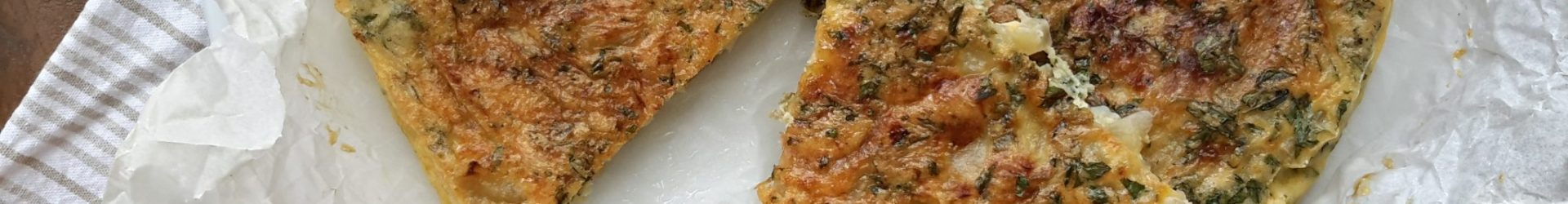 Frittata con patate, cipolle ed erbe (omelet met uien, aardappel en kruiden)