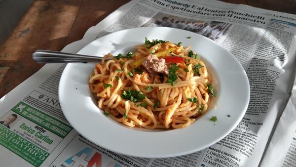Spaghetti con crema di peperoni e tonno-2