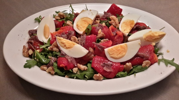 salade-van-geroosterde-paprika-ansjovis-en-walnoten-2