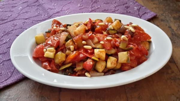 Zoetzure courgette met tomaat en ui