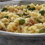 Risotto met doperwtjes en gehakt (risotto piselli e salsiccia)