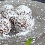 Marokkaanse dadel-walnotenballetjes. Snel klaar en zó lekker!