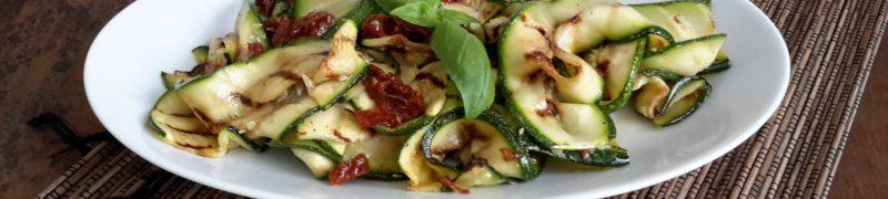 Gegrilde courgettesalade (Insalata con zucchine fritte)