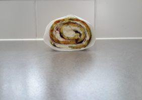 Opgerolde courgette-omelet met Parmezaanse kaas en ham-4