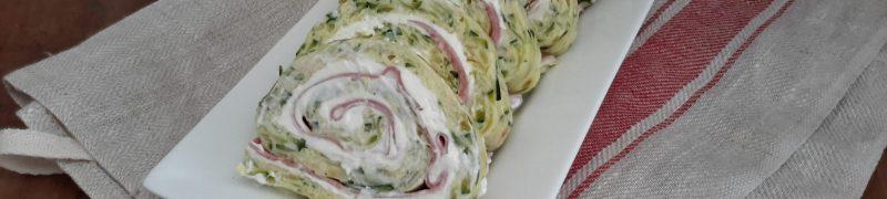 Opgerolde courgette-omelet met Parmezaanse kaas en ham (rotolo alle zucchine)